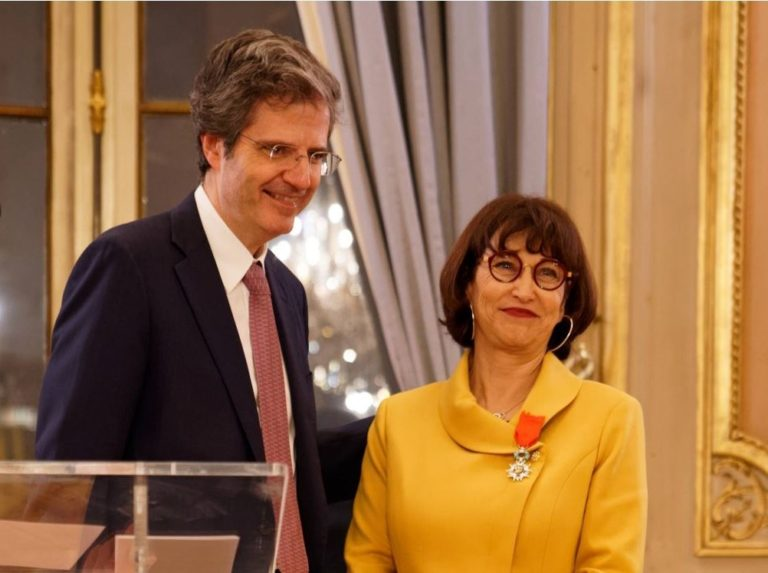 Martine Combemale receiving the Legion of Honour from Mr François Delattre, Secretary General of the Ministry of Europe and Foreign Affairs