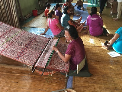 Photograph of weavers from the community of Rumah Gare working.