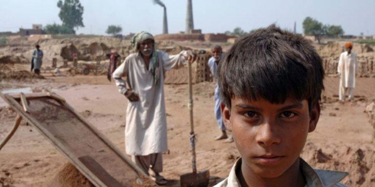 En finir avec le travail des enfants et le travail forcé : agissons pour que la France soit vraiment un « pays pionnier »